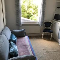 Charming studio flat, English style