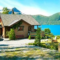 Four-Bedroom Holiday home in Hundeidvik