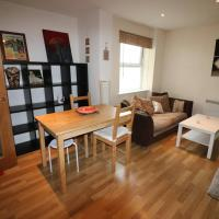 1 bedroom town centre apartment very close to beach