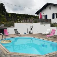 Maison avec piscine à 12 mn de Biarritz et 5 mn de Bayonne, hôtel à Mouguerre