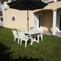Studio indépendant 40m² avec jardin privé, hotel in Hauteville-Lompnes