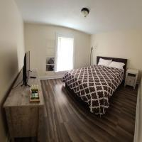 The Dragon's Den Private Queen Room Private unattached Bathroom, hotel in Tazewell