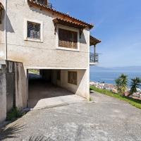 Serene Villa in Aigeira with Balcony, hotel in Aíyira