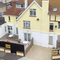 PAIGNTON SEAFRONT , PRIVATE ENTRANCE , GROUND FLOOR 2 BEDROOM SELF CONTAINED FAMILY SUITE ,GARDEN , WIFI ,PARKING SPACE ,BATHROOM ,fridge microwave ,Tea coffee , Sleeps 2 Adults & 4 Children ,