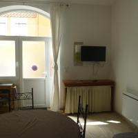 Gite 4 -5 places, hôtel à Roquefort-des-Corbières