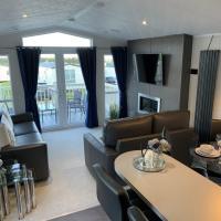 Lola Lodge - Luxury Hot Tub Retreat