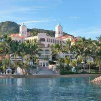 Grand Isla Navidad Resort, hotel en Barra de Navidad