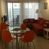 Private Yard 2-Bedroom, hotel near Larnaca International Airport - LCA, Larnaka