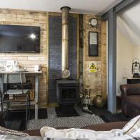 Holey Moley Lodge - 2 Bedroom - Llanteg - Pembrokeshire