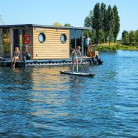 Otter Easy Houseboats, Comfortklasse M huisboot Hausboot, hotel in Ophoven