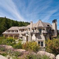 Luxury Cordillera Estate-Stunning 5 BR w/ private Hot Tub, Golf Course, Near Vail &Beaver Creek Ski، فندق في Edwards