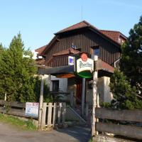 Penzion Pod hůreckým vrchem, отель в городе Прашилы