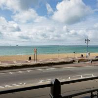 Spacious 3 bedroom Beachfront property with amazing sea views!