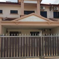 Family Home, hotel in Kampong Tudan