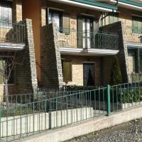 Appartamento in villetta a schiera con mansarda, hotel in Rocca di Mezzo