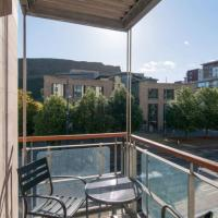 379 Luxury 3 bedroom city centre apartment with private parking and lovely views over Arthur's seat