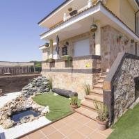 Casa con piscina y barbacoa San Esteban de Gormaz, hotel en San Esteban de Gormaz
