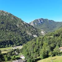 Aire puro, Casa en Parque Natural de REDES, Asturias, hotel in Caso