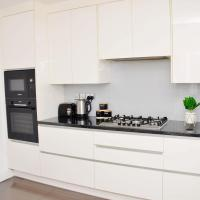 (29EW-11) Dreams Serviced Accommodations- Staines/Heathrow