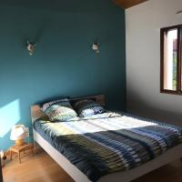 Belle Chambre dans belle villa tranquille, hotel in Marsat