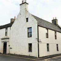 Cameron House - spacious B listed building, near Falkland, Central East Scotland, hotel in Auchtermuchty