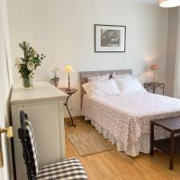 Chambre avec sa salle de bain privée attenante et wc privé, hotel in Larroque-sur-l'Osse