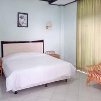 RedDoorz Plus near Tugu Mercusuar Anyer, hotel di Serang