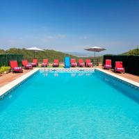 10 Sleeps Private Pool Villa & BBQ Near Barcelona