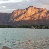 Mondsee-Haus mit Bergblick