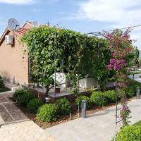 Apartments Green Garden, hotel in zona Aeroporto di Spalato - SPU, Kastel Stafilic