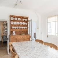 Central Georgian Cottage with off road Parking - sleeps 5 to 6