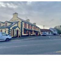 The Village inn, hotel in Mayo