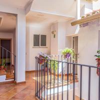 Stunning home in Godelleta with WiFi and 6 Bedrooms