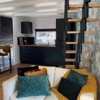 Tiny House Experience Oud Beijerland, hotel in Oud-Beijerland