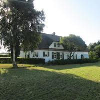 In verbouwde boerderij, een eigen slaap en zit kamer, eigen douche en toilet, terras met gedeelde ruime hal, hotel in Roosendaal