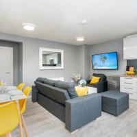 Elegant Flat Near Stonehenge, Amesbury Town Center 55 Inch 4k Smart TV Netflix, hotel in Amesbury