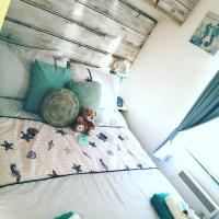 Seaside Retreat, 2 bedroom family & dog friendly static caravan with decking sleeps 4 plus baby and optional sofa bed at Sandown, Isle of Wight