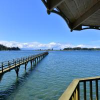 Pacific Coast Beach House and Suite, hotel em Sooke
