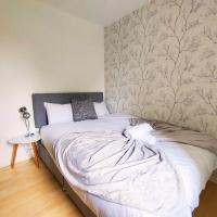 Oldbrook Lovely 3 Bedroom House Sleeps 6 FREE PARKING and NETFLIX