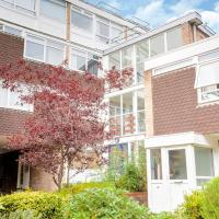 Simple Family Apartment in Woking near City Centre