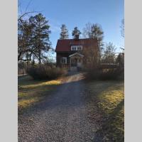 Eget hus på Islandshästgård, hotel in Riddarhyttan