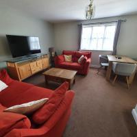 Entire 2 Bedroom Apartment, отель в городе Сафрон-Уолден