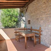 Relaxing Cottage in Convalle with Fenced Garden, hotel in Pescaglia
