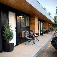 Outdoors Inn, hotel in Ponderay