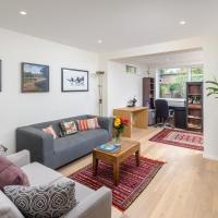 Stylish 2-bed flat w/ private garden in Tooting, South London