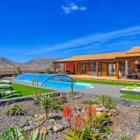 Tetir Villa Sleeps 8 Pool WiFi