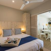 Le Nautique Beachfront Apartments, hotel in Anse Royale