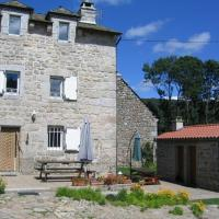 Holiday in a gite in Lozre in a pretty corner of Margeride, hotel in Mialanes