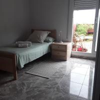 Habitación amplia terraza, hotel near Barcelona-El Prat Airport - BCN, El Prat de Llobregat