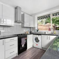 Heathrow Living Stanwell Serviced House 5 bedrooms